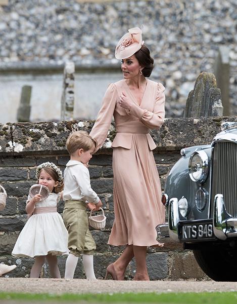 Фото №4 - Герцогиня Кембриджская в роли няни на свадьбе сестры (фото)