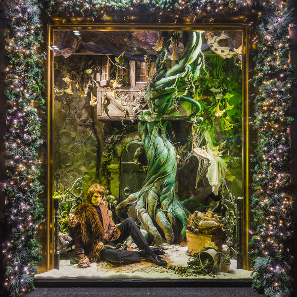 Фото №8 - Из сказки в сказку: 36 волшебных сюжетов в витринах ЦУМа