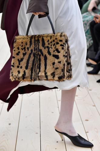 Фото №27 - Fashion director notes: май – что-то старое, что-то новое, что-то голубое