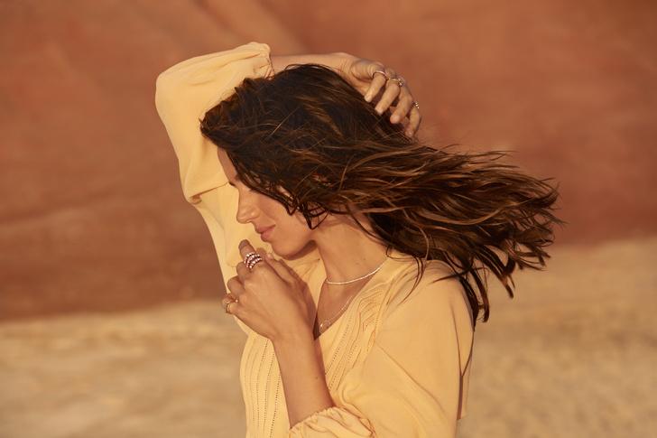 Фото №15 - Украшения, как у Аны де Армас: лучшие кольца, серьги и подвески из коллекции ALROSA