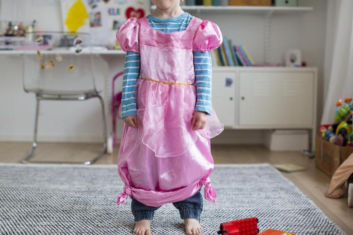 Фото №8 - Кроп-топ, прокладки, чулки: как созданные для мужчин вещи стали носить только женщины