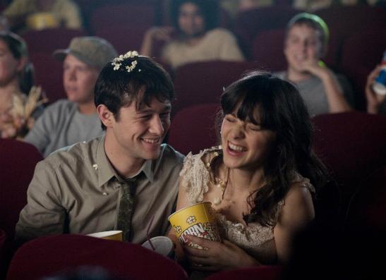 Фото №1 - Первое свидание: как вести себя в кино?