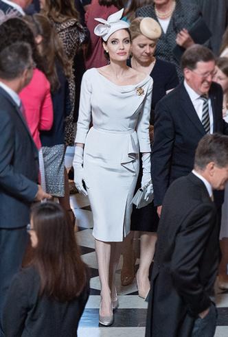 Фото №5 - Королева Елизавета II приболела