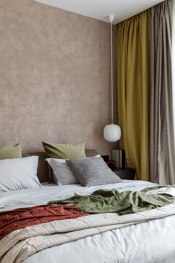 Кровать, Ditre Italia. Прикроватная тумба, Porada. Светильники, Le Klint. Белье, Zara Home. Штукатурка, InteriorHandCraft.