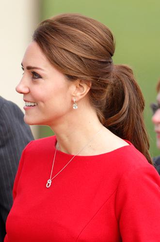 Фото №18 - Без затей: что на голове у беременных принцесс