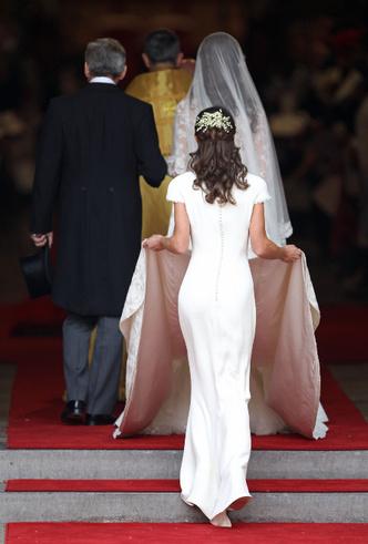 Фото №31 - От Дианы до Рианны: самые скандальные платья в истории моды