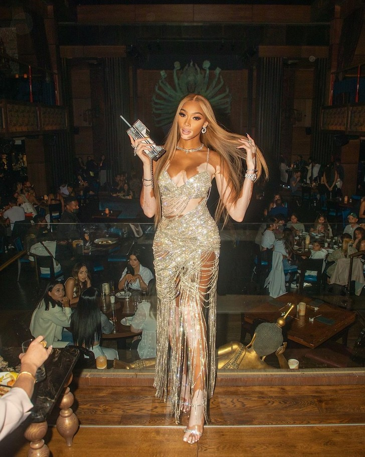 Фото №3 - Самое яркое бриллиантовое платье для вечеринки: показывает Винни Харлоу