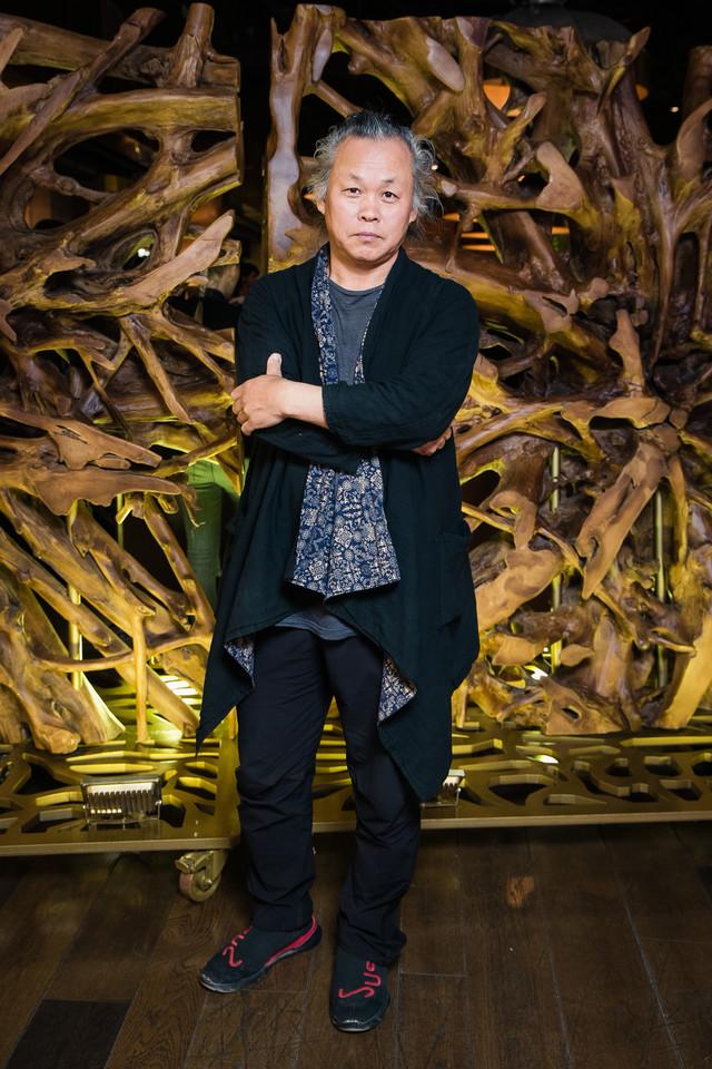 Фото №1 - Режиссер Ким Ки Дук умер от коронавируса. Вспоминаем легенду