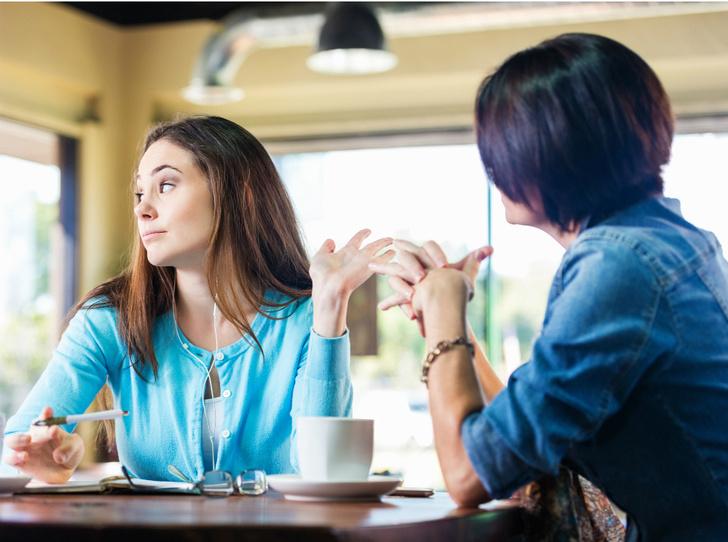 Фото №1 - Токсичные родители: как строить общение (и стоит ли прекращать его совсем)