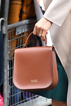 Фото №18 - Эффект Меган Маркл: какие модные бренды прославила супруга принца Гарри