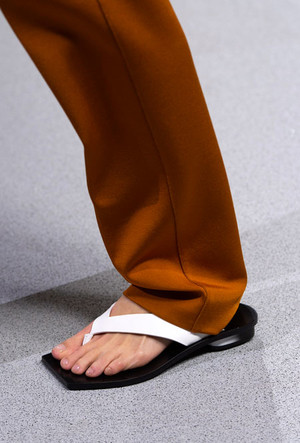 Фото №21 - Самая модная обувь весны и лета 2020: советы дизайнеров