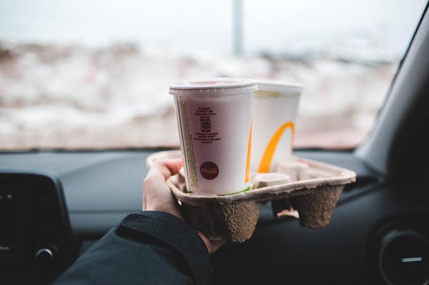 Фото №9 - Самые опасные еда и напитки для перекуса за рулем