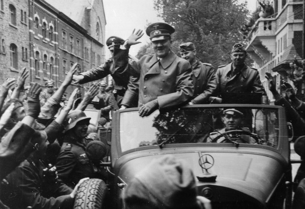 Фото №1 - Как личный шофер Гитлера пил с советскими солдатами за победу