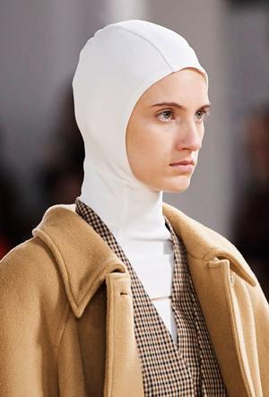 Фото №8 - Шапки, косынки и береты: самые модные головные уборы сезона