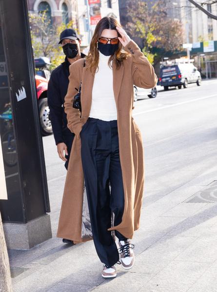 Фото №5 - Что носить зимой: модные образы от селебов