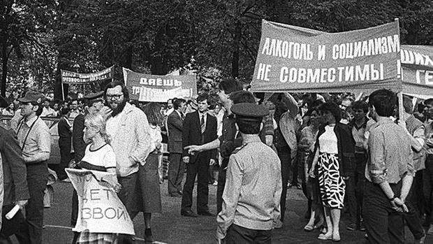 Фото №1 - Минздрав РФ заявил о поддержке закона о запрете продажи алкоголя до 21 года другими ведомствами