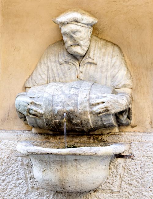 Фото №6 - Вода и камень: питьевые фонтанчики Италии