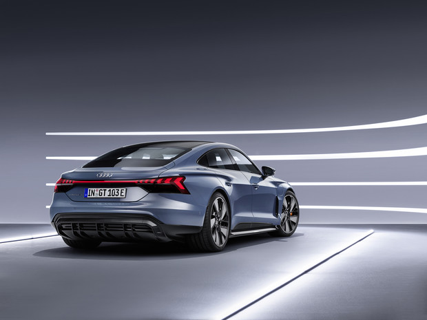 Фото №3 - Audi представила бешеный электрический седан на базе Porsche