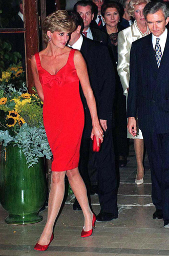 Фото №18 - 60 красных нарядов: как принцесса Диана носила любимый цвет
