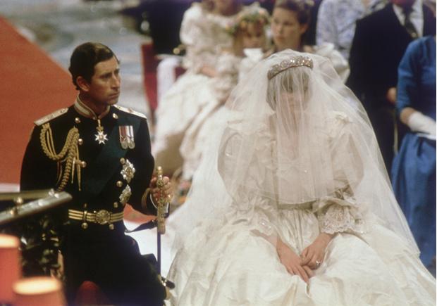 Фото №3 - Секретное свадебное платье принцессы Дианы