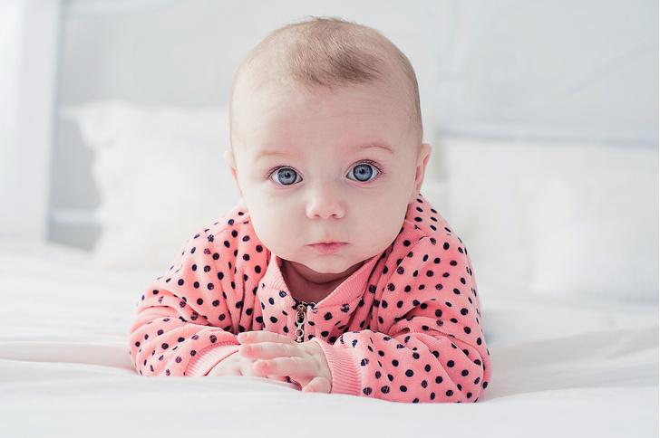какого цвета глаза у ребенка