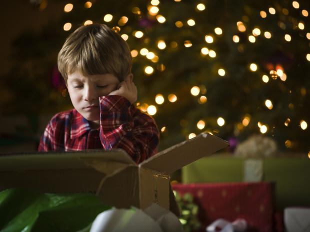 Фото №1 - Мальчику так не понравились подарки, что он вызвал полицию