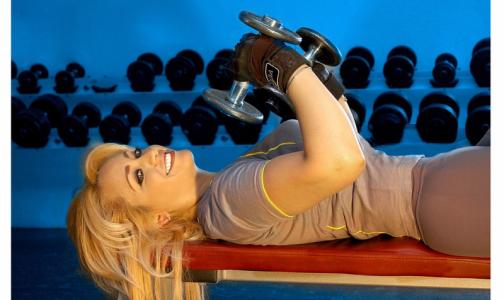 Фото №1 - Роспотребнадзор: лучше заниматься спортом на улице, чем в подвальных фитнес-залах