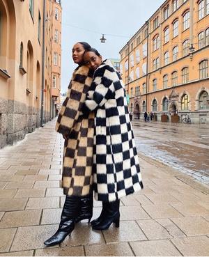 Фото №2 - Модная партия: как носить шахматный принт