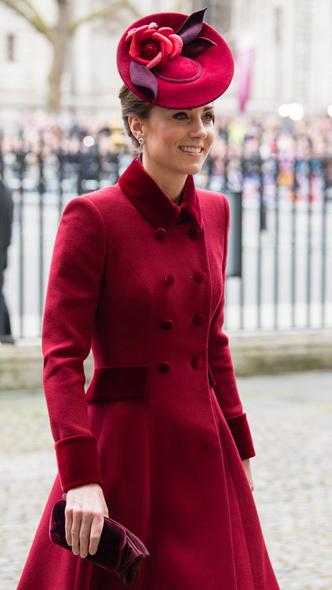Фото №8 - Неповторимая Кэтрин Уолкер: любимый дизайнер принцессы Дианы и Кейт Миддлтон