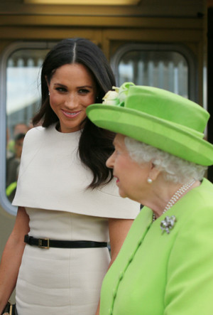 Фото №4 - Как Королева нарушила протокол ради Меган (но та не оценила)