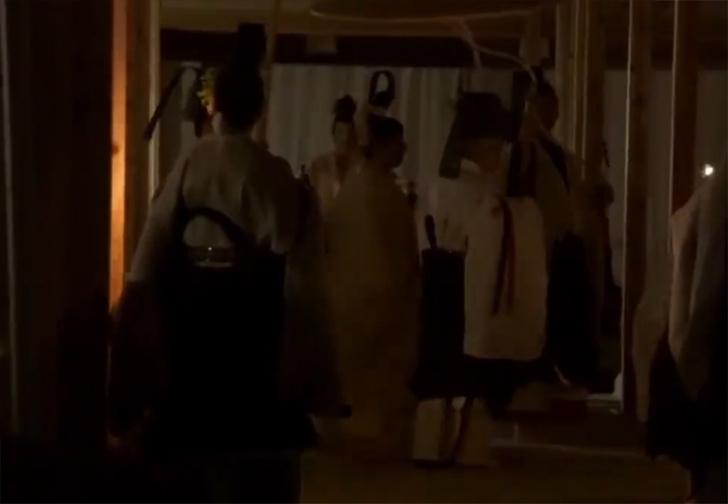 Фото №2 - Японский император потратил из казны десятки миллионов долларов на ритуальное свидание с богиней Солнца