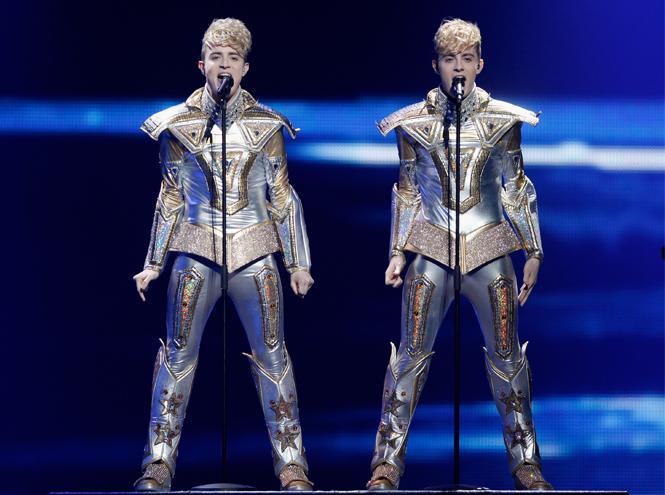 Фото №7 - Самые яркие (и странные) сценические наряды за всю историю Евровидения