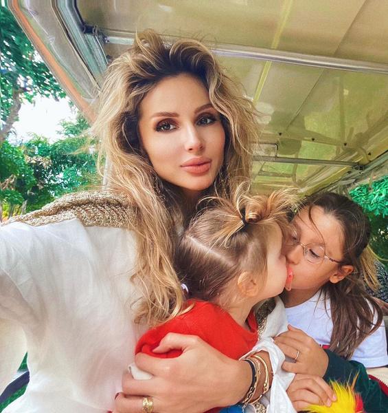 Фото №1 - «Наполнила жизнь энергией любви»: Светлана Лобода отмечает 2-летие младшей дочери Тильды