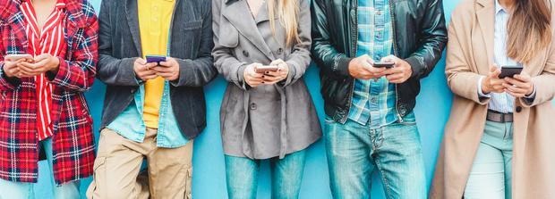 Фото №1 - Как минимизировать вред от использования мобильного телефона