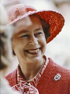 Фото №2 - Смелый выбор: как королевские особы носят красную помаду