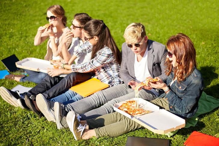 Фото №1 - Специалисты выяснили, почему подростки в возрасте 12–14 лет резко полнеют