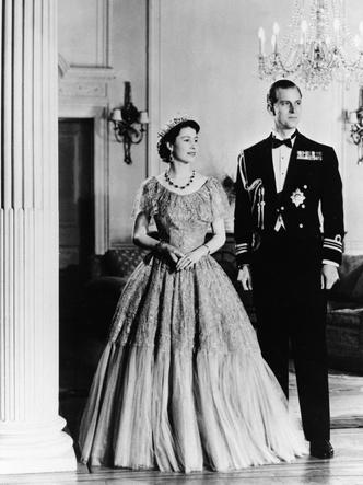 Фото №3 - Как изменились отношения принца Филиппа и Елизаветы, когда она стала королевой