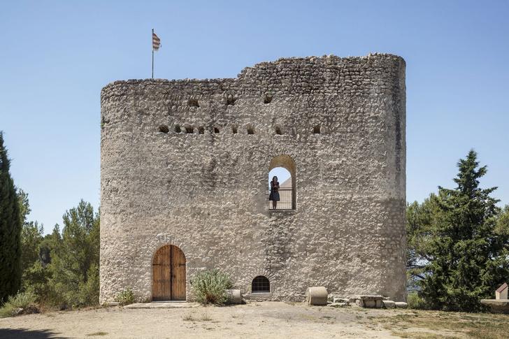 Фото №2 - Студия Meritxell Inaraja восстановила замок XII века в Каталонии