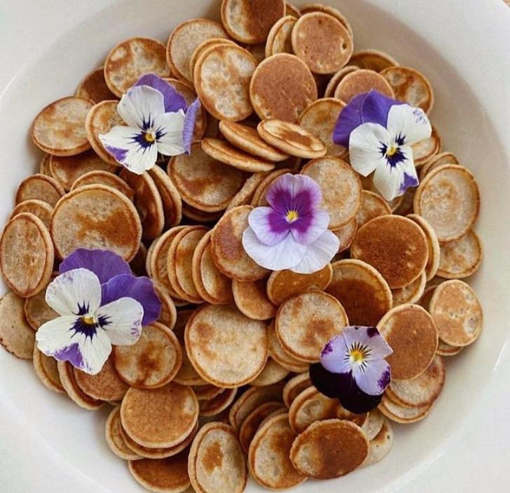 Фото №4 - Фуд-тренд: мини-панкейки с ванильным соусом и клубникой, которые заменят привычные оладушки