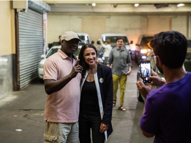 Фото №4 - Звезда Александрии: как официантка из Бронкса стала самым громким голосом новой Америки