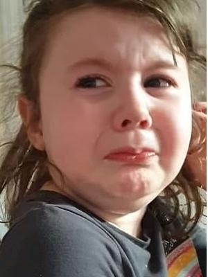 Девочка разрыдалась, когда пришлось есть мамину стряпню