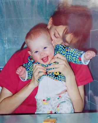 Фото №1 - 15 фото, которые докажут: дочки превращаются в копии своих мам