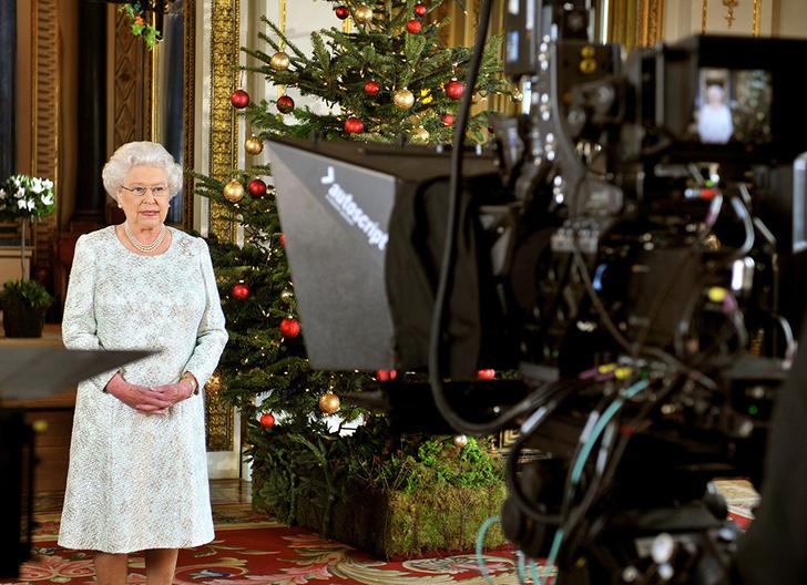 Фото №4 - Как первое рождественское телеобращение Елизаветы II навсегда изменило королевскую семью