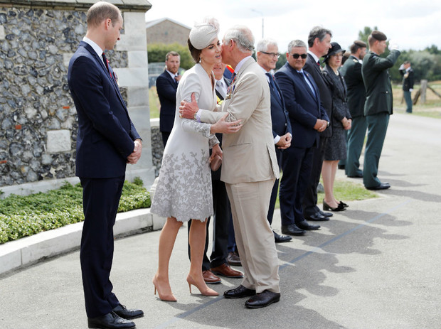 Фото №3 - Любимая невестка: почему Меган всегда была ближе принцу Чарльзу, чем Кейт