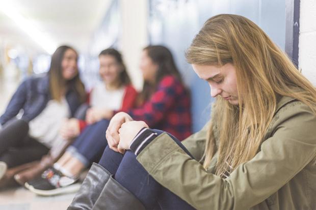 Подростку бывает сложно поделиться со взрослыми своими проблемами