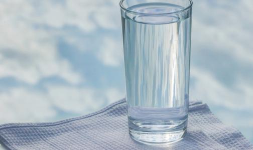 Фото №1 - На российских рынках почти половина питьевой воды оказалась подделкой