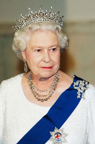 Фото №15 - Близко к сердцу: любимые броши Елизаветы II