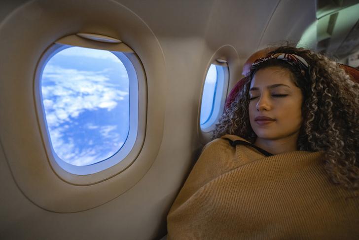 Фото №4 - Пять мест в самолете, которые лучше не трогать