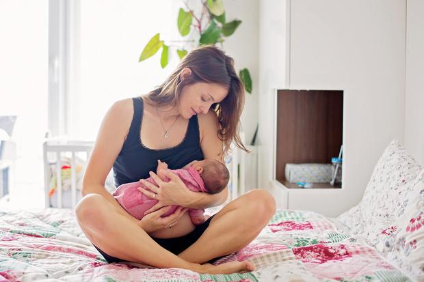 Фото №2 - Почему нельзя звать гостей после рождения ребенка: 9 причин