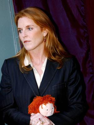 Фото №12 - Смелый выбор: как королевские особы носят красную помаду